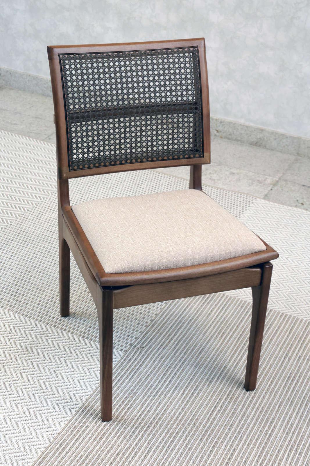 Cadeira Vitoriana Nogueira
